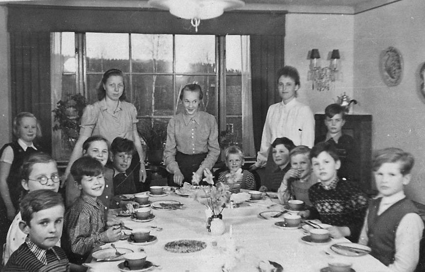 Fengersfors Stugan m tyska krigsbarn ca 1947 månne